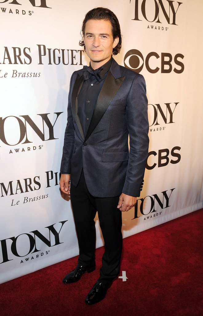 Orlando Bloom looked dashing in a navy suit.