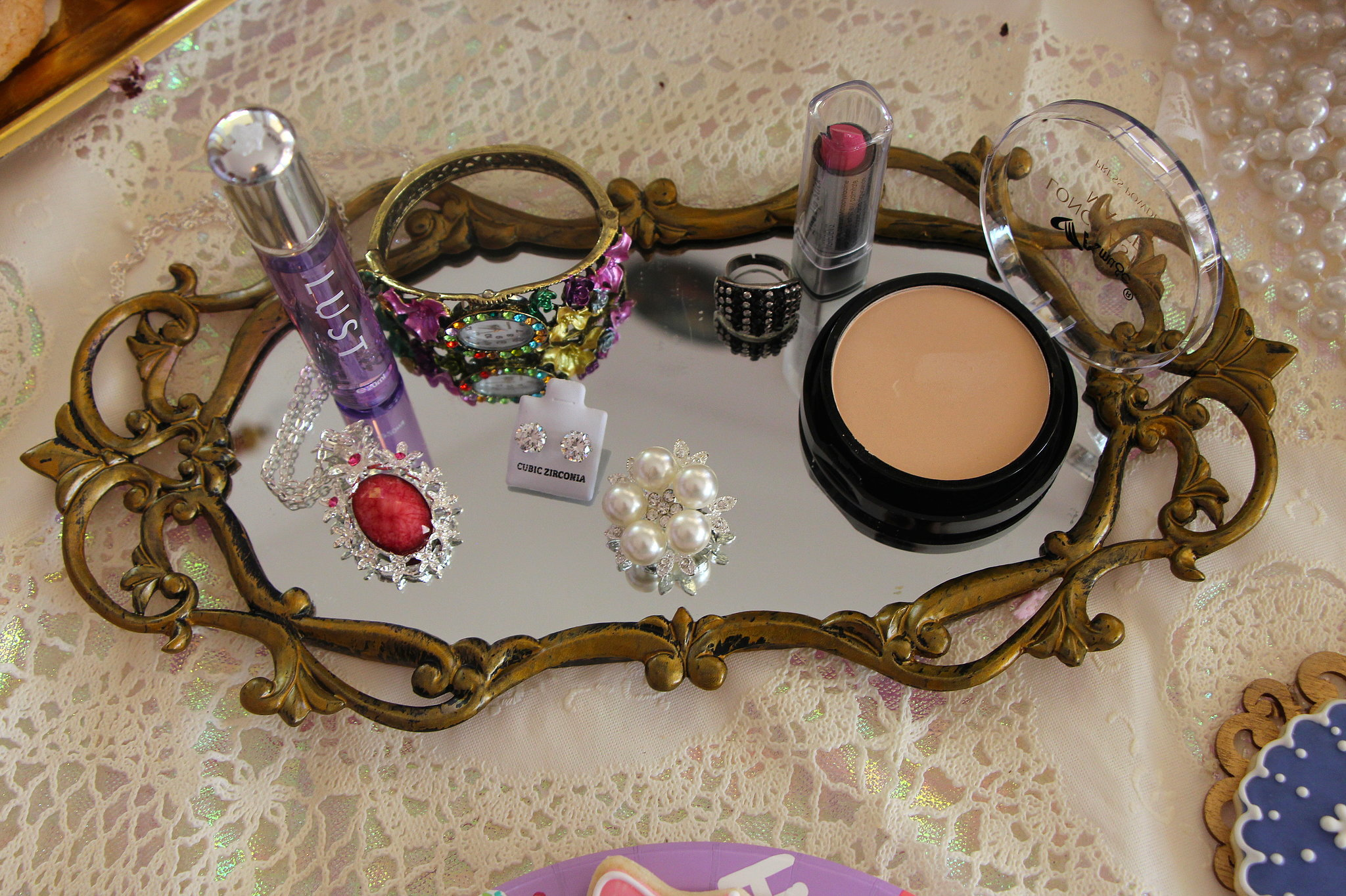 Makeup Fixings