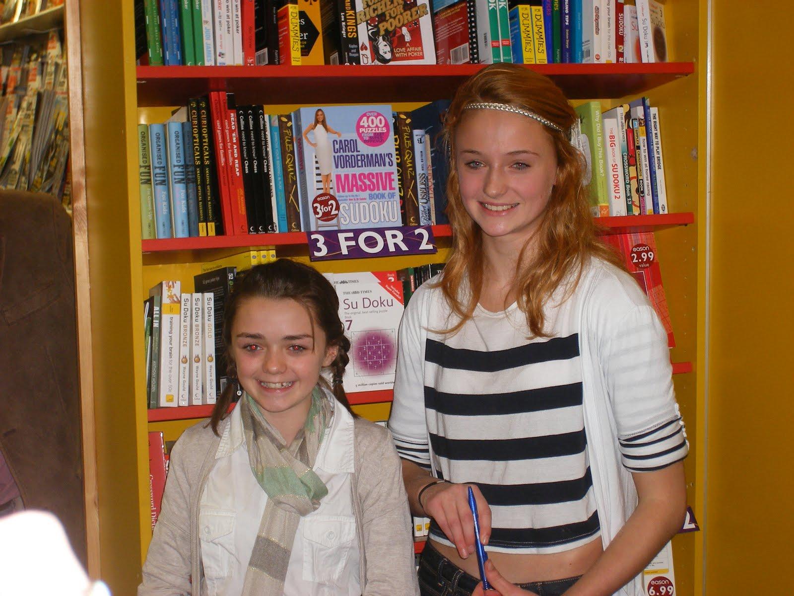 Maisie Williams (Arya Stark) and Sophie Turner (Sansa Stark) — you cannot. Source: Blogspot user thewertzone