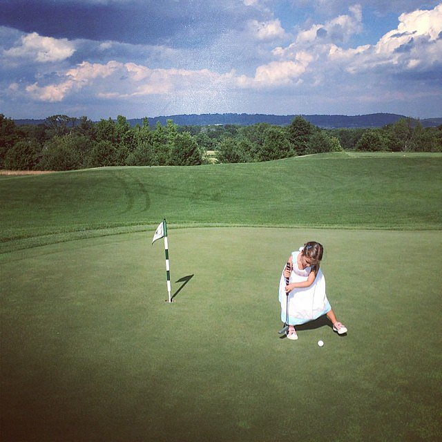 Arianna Kushner practiced her putt on one of her mom's golf courses. Source: Instagram user ivankatrump