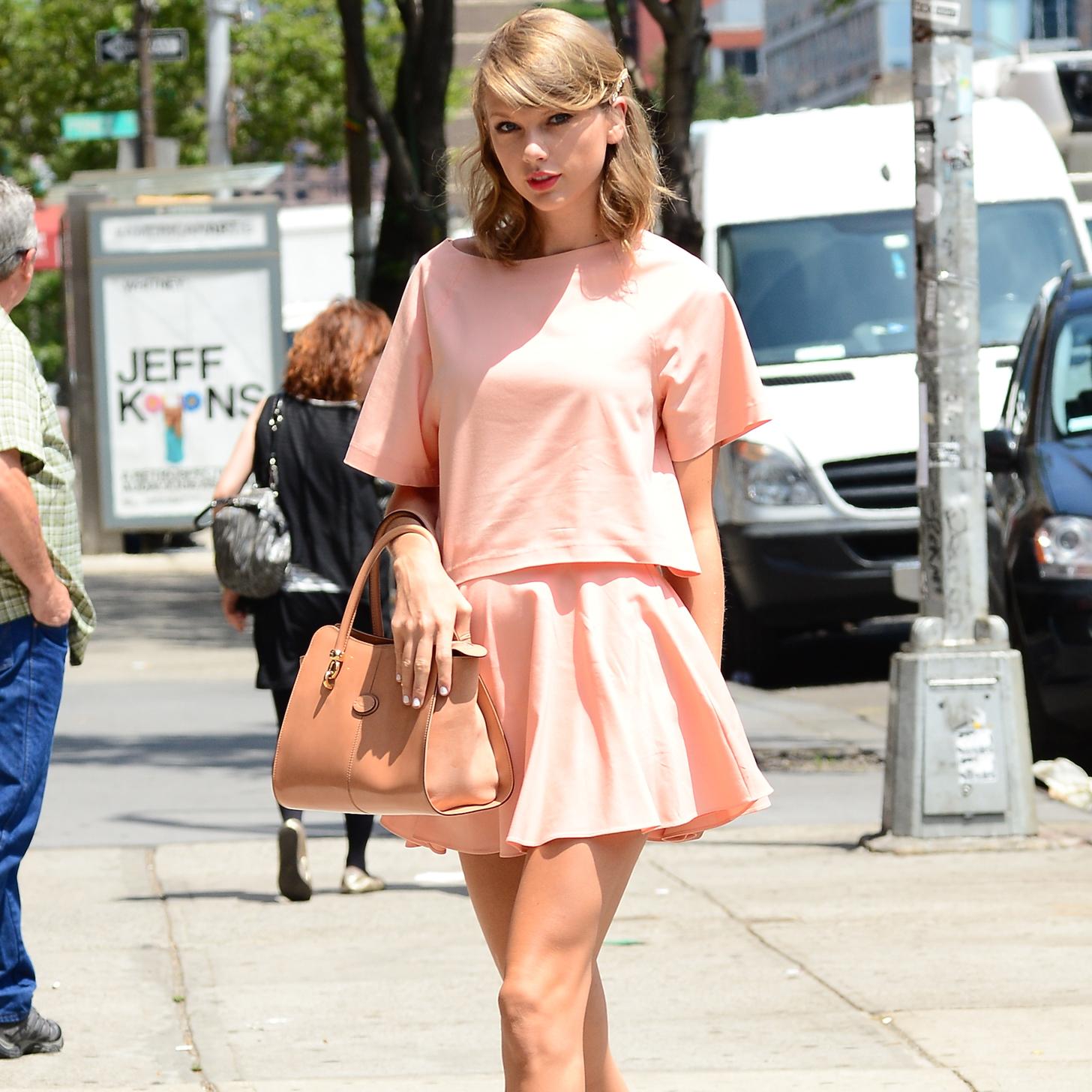 Shop Taylor Swift 39 S Alice Olivia Outfit Video Popsugar Fashion