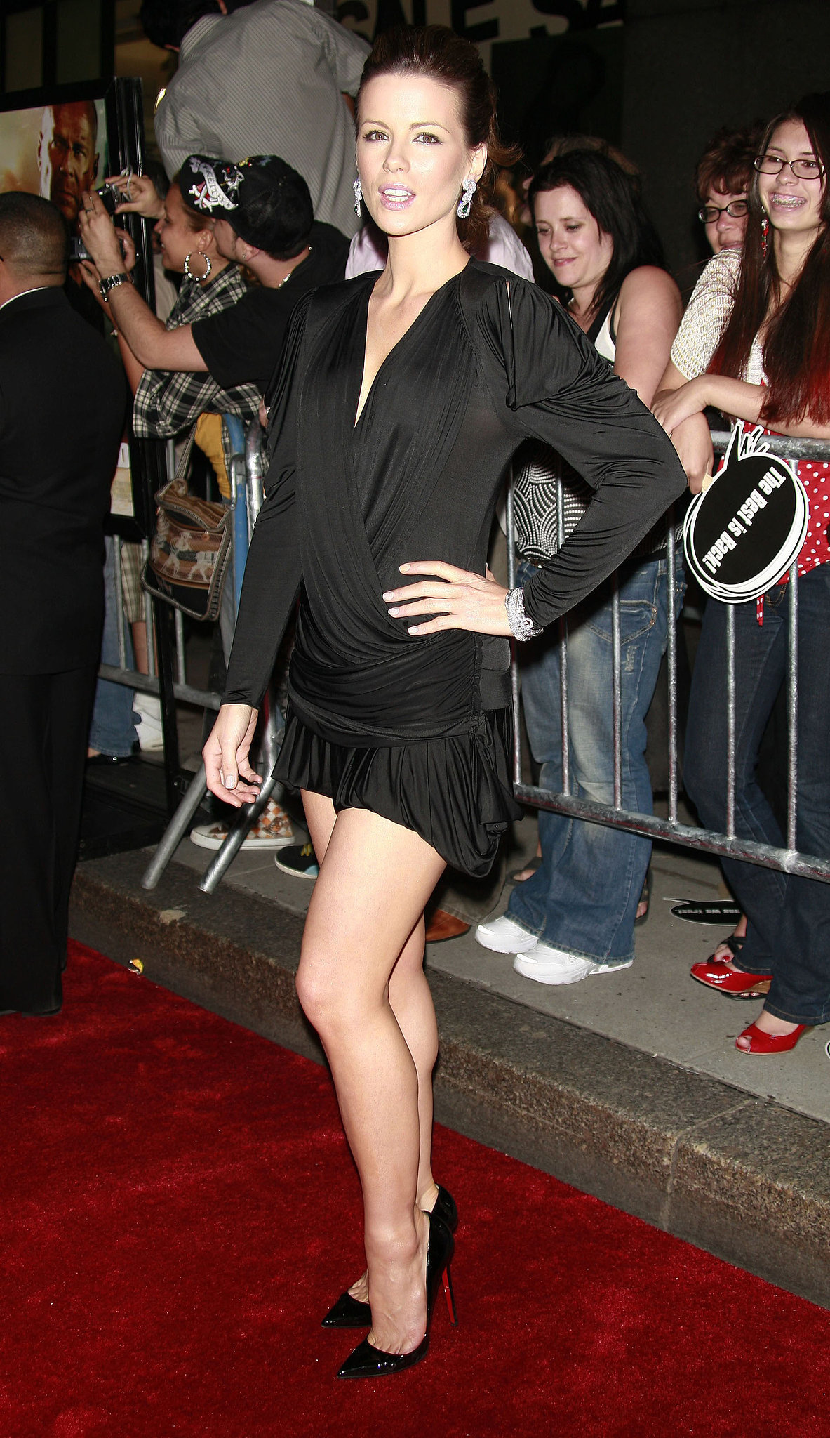 Kate Beckinsale flaunted her legs at the June 2007 NYC premiere of her husband Len Wiseman's film Live Free or Die Hard.