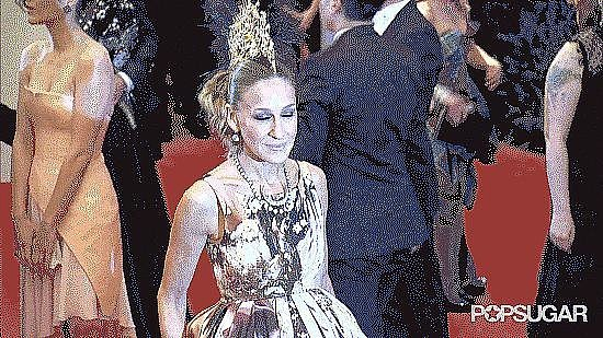 When She Photobombed Sarah Jessica Parker