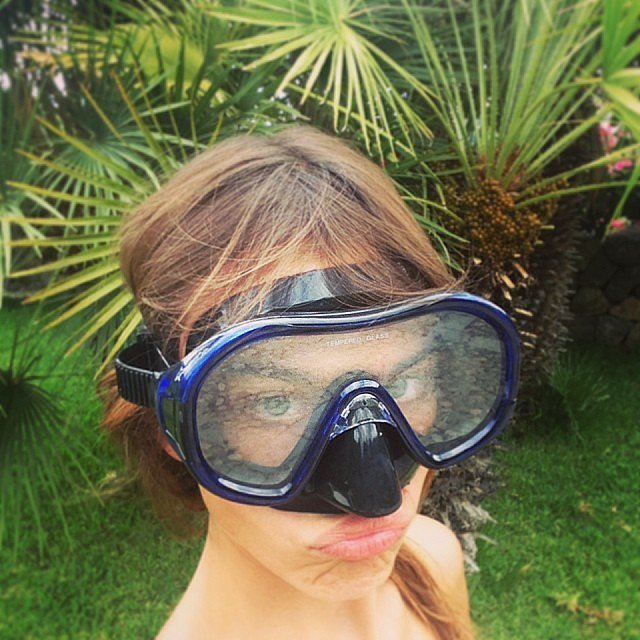 Alexa Chung made a duck face while wearing a scuba diving mask.  Source: Instagram user chungalexa