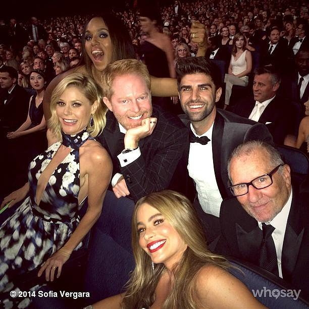 The Modern Family crew huddled up for a group shot with Kerry Washington.