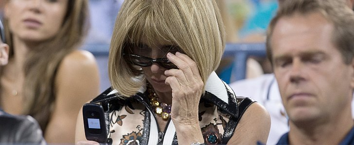 Anna Wintour Uses a Flip Phone — Here's Proof