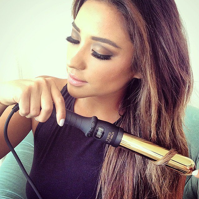 Shay Mitchell curled her hair. | Aussie Stars Met Visiting A-List