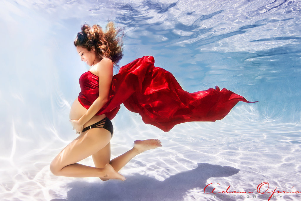 Beautiful Underwater Maternity Photos | POPSUGAR Moms