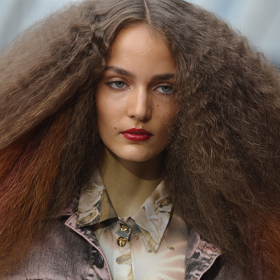 How to Make Frizzy Hair Smooth in Summer