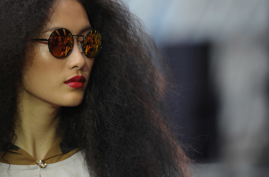 how to make hair less frizzy in humidity