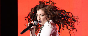 Here Are All of Lorde's Crazy Dance Moves From the AMAs