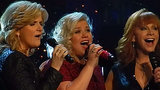 Kelly Clarkson Performs 'Silent Night' with Trisha Yearwood and Reba McEntire