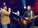 "Garth Brooks Joins Justin Timberlake Onstage For Epic Rendition Of ""Friends In Low Places"""