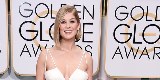 Rosamund Pike Is Wonderful In White At The Golden Globes