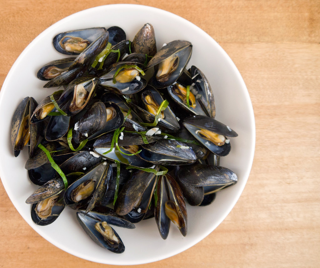 Steamed Mussels With Lime Leaf