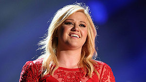 Kelly Clarkson Debuts Shaved Head, Talks Motherhood: 'I Never Thought I Was Going to Be a Mom'