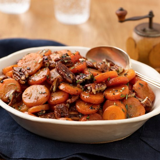 Glazed Carrots With Spicy Pecans