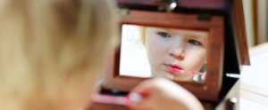 This Adorable 4-Year-Old Beauty Vlogger Will Make You Smile