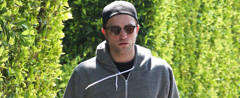 Robert Pattinson Makes a Hot Appearance After Engagement Reports Emerge