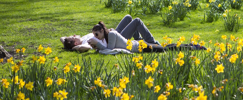 British Sun-Seekers Come Out in Droves to Celebrate the Spring Weather