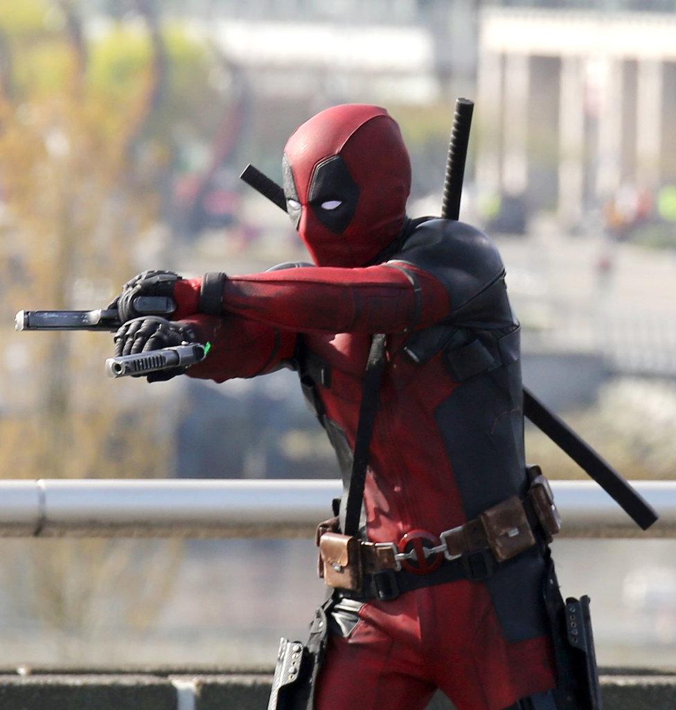 Deadpool test footage CGI Here-he-his-Deadpool-costume