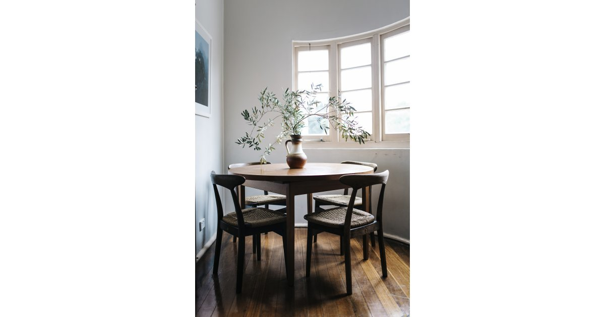 No Need For Curtains Or Extraneous Decor In This Unfussy Dining Room See Why Reddit Is