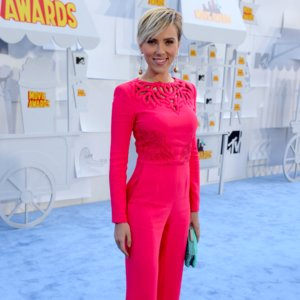 Scarlett Johansson Hot Pink Jumpsuit 2015 MTV Movie Awards