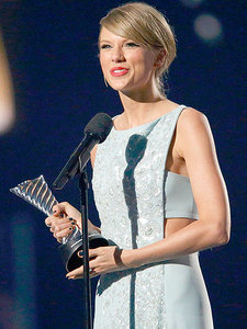 Taylor Swift Receives Milestone Award at the ACMs - from Her Mom
