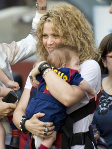 Shakira Cheers on Boyfriend Gerard Pique With Sons Milan, Sasha: Adorable Pictures!