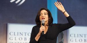 Sheryl Sandberg Is On Team Hillary