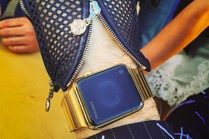 11 Celebrities And Rich People Who Got Their Apple Watch Before You