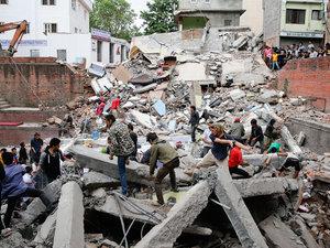 Nepal Earthquake in Kathmandu Kills At Least 800