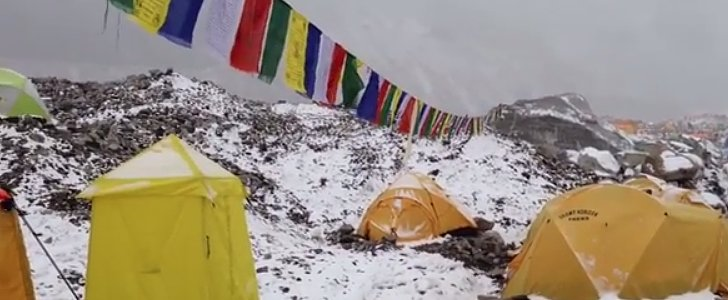 Intense Video Shows the Terrifying Moment an Avalanche Hits Mount Everest
