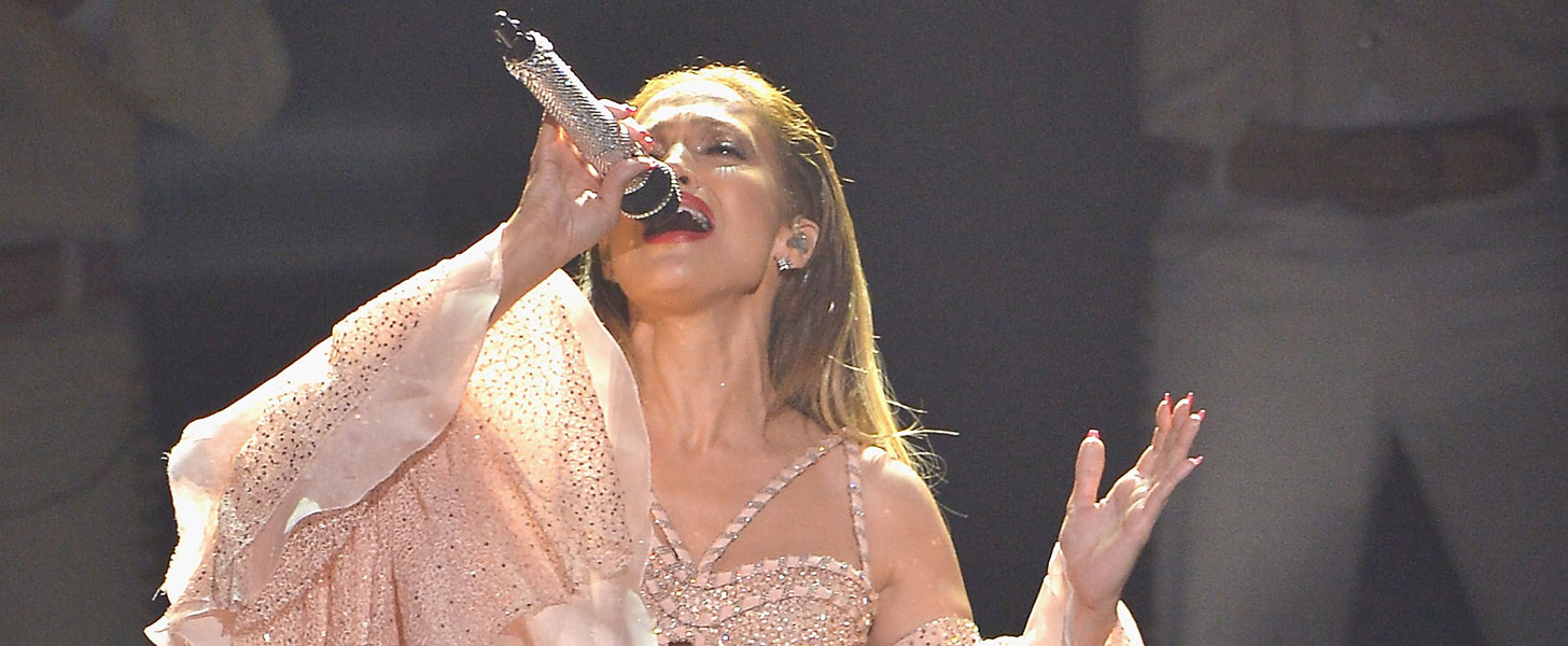 Jennifer Lopez Performs a Touching Tribute to Selena at the Billboard Latin Music Awards