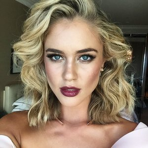 Celebrities Wearing Dark Lipstick at the Logies 2015
