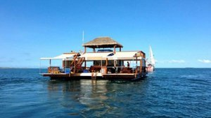 There's A Floating Pizzeria/Bar In Fiji Proving Heaven Is A Place On Earth [Photos]