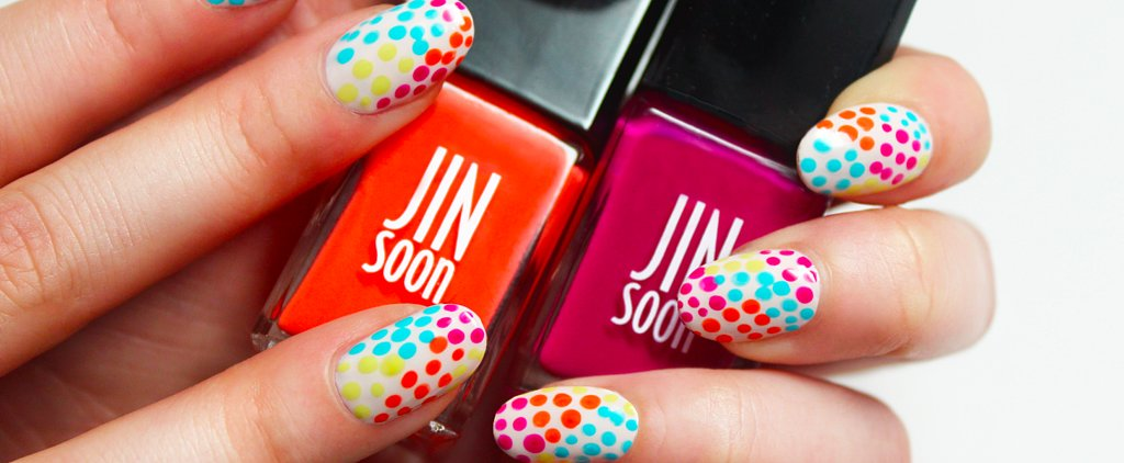 A Polka-Dot Manicure That Belongs on a Beach Vacation