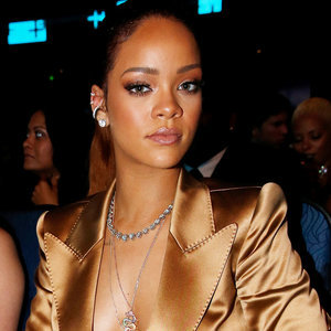 How To Get Rihanna's Bronzed Makeup Look