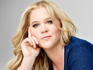 "Amy Schumer To Give A ""Disappointing Lap Dance"" For Charity"