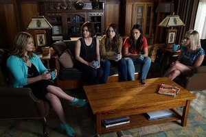 'Pretty Little Liars' Recap: Red Coat Returns and 'A' Surprises Aria