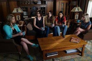 'Pretty Little Liars' Recap: Red Coat Returns and 'A' Surprises Aria