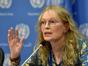 Mia Farrow Faces Backlash For Tweeting Address Of Dentist Who Killed Cecil The Lion