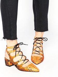 Must-Have: Serious Statement Heels