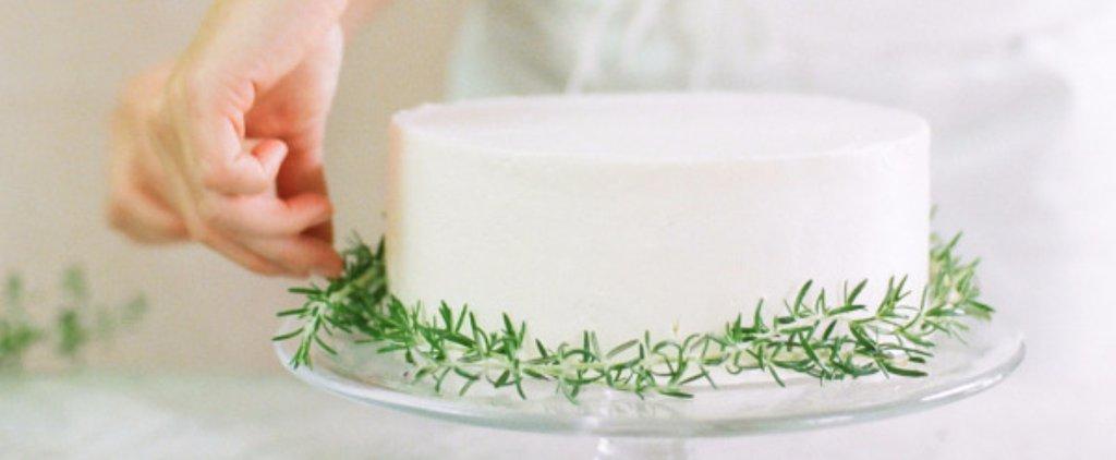 15 Ways to Dress Up Your Wedding Cake