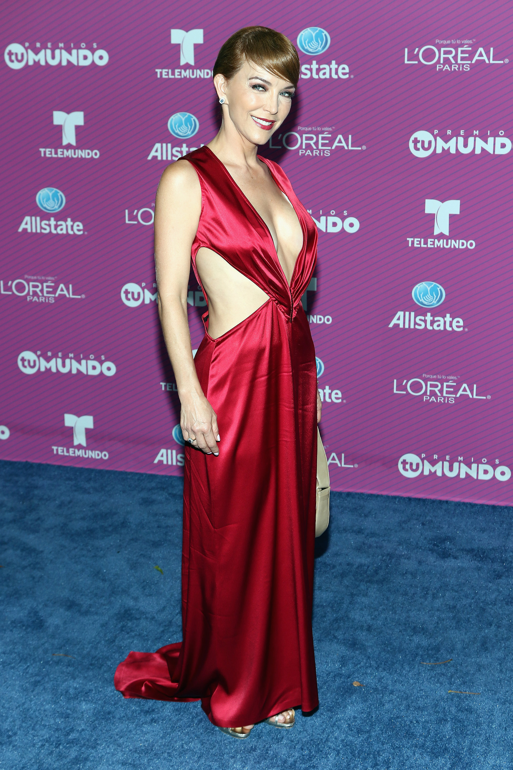 Laura Flores See All The Style From The Blue Carpet At