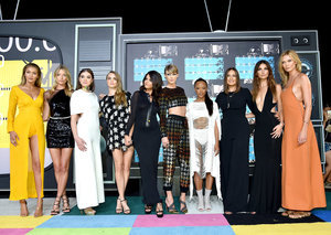 "Taylor Swift Hits MTV VMAs 2015 with ""Bad Blood"" Girl Squad"
