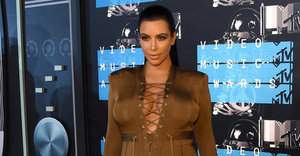 Kim Kardashian Brings Back Cargo Pockets At The 2015 VMAs