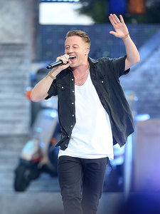 They're Back! Macklemore and Ryan Lewis Reunite for High Energy MTV VMAs Performance
