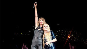 Taylor Swift & Avril Lavigne Bury the Hatchet, Sing 'Complicated' on 1989 Tour in San Diego