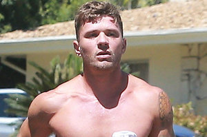 Ryan Phillippe Runs Shirtless, Remains Dad AF